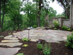 Flagstone patio and flagstone path leading to it. f63074f3a3671f020799bef911a0c1b0.jpg 3,072×2,304 pixels