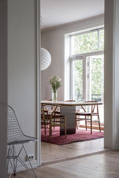 Kitchen inspiration. Photo by Veronika Moen. This scandinavian-style apartment is located in Oslo Norway. #nordicstyle #nordichome #nordicinspiration #nordicliving #scandinavinanhome #scandinavianstyle #interiorphotographer #interiorinspiration #interiorinspo #interiorstyle #interiorstyling #interiordecor Nordic Living, Nordic Home, Nordic Style, Scandinavian Style, Interior Photo, Interior Styling, Interior Decorating, Interior Inspiration, Kitchen Inspiration