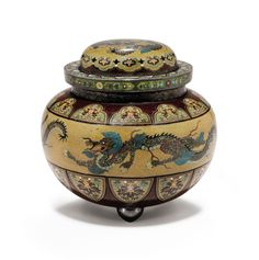 A CLOISONNÉ ENAMEL JAR AND COVER - MEIJI PERIOD (LATE 19TH CENTURY), SIGNED KYOTO NAMIKAWA (WORKSHOP OF NAMIKAWA YASUYUKI; 1845-1927).