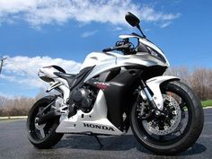 2007 Honda CBR600RR sexayyyyyy !!! A little tbt my old bike was black and yellow, miss it.