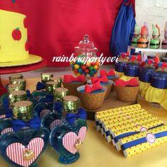 Snow white birthday cup cake. Pamuk prenses cup cakeleri çikolata süslemesi ve hediyelik kolonya şişeleri. Rainbowpartyevi