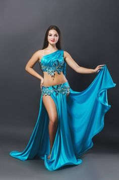Love the top! Can anyone say who is the costume designer? Belly Dancer Costumes, Belly Dancers, Dance Costumes, Dance Outfits, Dance Dresses, Carnaval Costume, Belly Dance Outfit, Tribal Dance, Festival Costumes