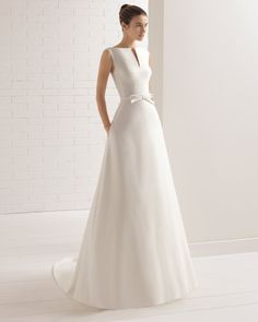 Aire Barcelona wedding dresses represent sensual, romantic and casual designs ideal for brides who want to show off their natural beauty. Wedding Dressses, Diy Wedding Dress, Stunning Wedding Dresses, Colored Wedding Dresses, Designer Wedding Dresses, Wedding Attire, Bridal Dresses, Wedding Gowns, Zuhair Murad Bridal