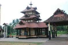 The Chottanikkara Temple, a famous temple of the Hindu mother goddess Bhagawati is located near Ernakulam Kerala Architecture, Temple Architecture, Indian Temple, Hindu Temple, Traditional Interior, Traditional House, Kerala Houses, States Of India, Kerala Tourism