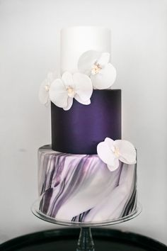 This three-tiered cake has a classically elegant look while incorporating some super mod trends.