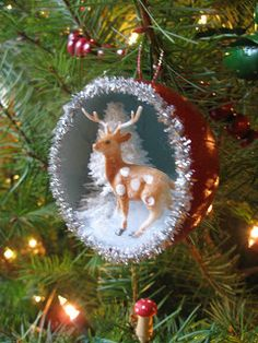 Diorama Christmas Ornaments, i want to make some of these as gifts for nieces and nephews - Women Weaves Christmas Ornaments To Make, Retro Christmas, Homemade Christmas, Christmas Projects, Holiday Crafts, Christmas Decorations, Vintage Ornaments, Diy Ornaments, Deer Ornament