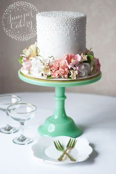 A crown of flowers at the base of this simple cake ~ we ❤ this! moncheribridals.com