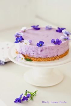 Minty House Blog: Blueberry Cheesecake|  Pretty with purple flowers