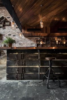 Modern, Dark Living Space Decor with Up-cycled Wooden Bar and Exposed Brick Walls Checkout this rather cool bar located in Sydney, Australia. Donny 's Bar was designed by Luchetti Krelle and resembles a New York loft with its high ceilings Decoration Restaurant, Deco Restaurant, Restaurant Interiors, Rustic Restaurant Design, Cafe Interiors, Vintage Restaurant, Restaurant Ideas, Black Restaurant, Modern Restaurant