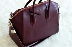 Maroon Givenchy bag for the fall and winter