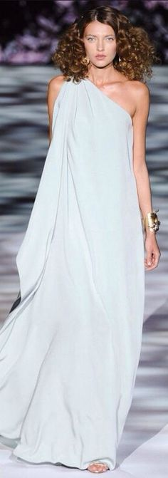 Badgley Mischka one shoulder evening dress.<--it looks like she's wearing a sheet!