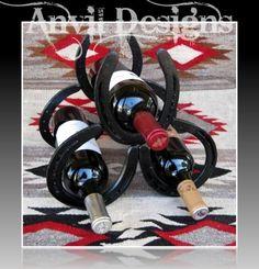 Horseshoe wine holder for the cabin Horseshoe Projects, Horseshoe Crafts, Horseshoe Art, Western Crafts, Western Decor, Rustic Decor, Welding Projects, Craft Projects, Horseshoe Wine Rack