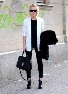 Victoriatornegren   Blogg på Devote.se Boyfriend kind of blazer, black and white theme. Classy yet super relaxed