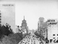 vintage cars traveling Wilshire's Miracle Mile showing Arthur Murray's dancing school (demolished) and the Prudential Building (now Museum Square) in 1949 Garden Of Allah, Los Angeles County, Car Travel, World Traveler, Vintage Photographs, Back In The Day, New York Skyline, The Neighbourhood, Adventure