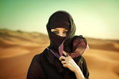 Woman In Dubai photographed by Jim Hughes- ONE EYELAND