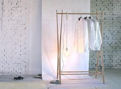 Not just for restaurants: freestanding clothes rails for the storage of coats, jackets, bags; here are five current favorites: Above: The Tra Wooden Coat S
