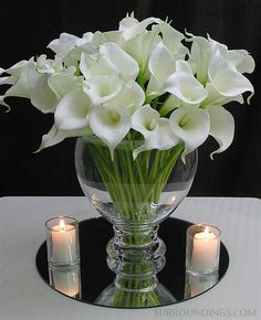 Amazingly realistic Calla lily flowers, look real and feel real. Display a single one or many in your favorite vase. Add water to give the illusion of fresh flowers. Calla flowers are tall and come in bundles of nine flowers. Calla Lillies Centerpieces, Floating Candle Centerpieces, Wedding Centerpieces, Wedding Table, Wedding Decorations, Centerpiece Ideas, Fish Bowl Centerpiece Wedding, White Flower Centerpieces, Wedding Band