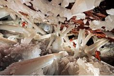 Cave of the Crystals or Giant Crystal Cave is a cave connected to the Naica Mine 300 metres ft) below the surface in Naica, Chihuahua, Mexico. The main chamber contains giant selenite crystals (gypsum, some of the largest natural crystals ever found. Large Crystals, Natural Crystals, Selenite Crystals, Beautiful World, Beautiful Places, Amazing Places, Amazing Things, Beautiful Hotels, Beautiful Sky