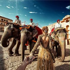 Amer Fort in Jaipur India (the photo series by Russian Photographer, Murad Osmann) Murad Osmann, Architecture Organique, Amer Fort, Visit India, Varanasi, Photo Series, Travel Outfits, End Of The World, Harpers Bazaar