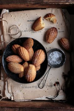 Food Recipes Homemade Cooking To improve your cooking skills, click below Wine Recipes, Real Food Recipes, Dark Food Photography, Macaron, Food Styling, Food Inspiration, Sweet Recipes, Food To Make, Biscuits