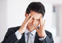 """Başı Ağrıyan Erkek Olunca...   """"Yok valla bugün yapamam, başım ağrıyor!""""    """"İnsan karısına öyle şey yapar mı hiç?"""""""