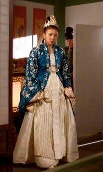 Korean Traditional, Traditional Clothes, Traditional Fashion, Amazing Dresses, Nice Dresses, Ha Ji Won, Moon Lovers, Future Wife, Vestidos
