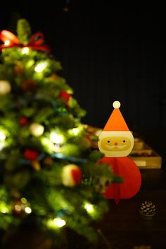 Wir wünschen all unseren Gästen und Freunden ein besinnliches und wundervolles Weihnachtsfest 🎄 Außerdem bedanken wir uns für ein fantastisches Jahr 2018 und freuen uns, Sie auch im neuen Jahr wieder bei uns begrüßen zu dürfen! 🍀  Ihr Schlossvilla Miralago Team Villa, Christmas Ornaments, Holiday Decor, Home Decor, Christmas, Decoration Home, Room Decor, Christmas Jewelry, Christmas Decorations