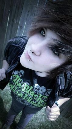 Clark told me he hated cosplay & would never do it EVER! But once I cosplayed for him, I can't get him to stop wear contacts. Hot Emo Guys, Cute Emo Boys, Emo Girls, Hot Boys, Emo Scene Hair, Emo Hair, Scene Style, Emo Style, Girl Style