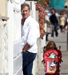 27 JUNE 2012.- MEL GIBSON ATTENDS A HOUSE BEACH PARTY