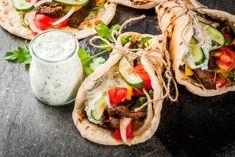 Schawarma Rezept, Sauce Tzatziki, Marinated Lamb, Greek Seasoning, Greek Yogurt Recipes, Mediterranean Recipes, Family Meals, Family Recipes, Italian Recipes