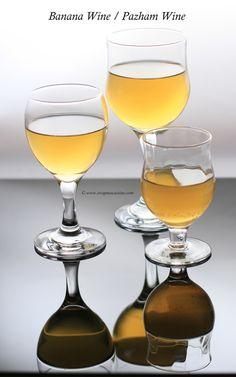 how to make banana wine Homemade Wine Recipes, Homemade Alcohol, Homemade Liquor, Drink Recipes, Banana Wine, Making Wine At Home, Homemade Ginger Ale, Wine Making Equipment, Apple Wine