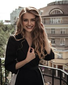 Hair Ideas For The Ladies.Suggestions regarding awesome looking hair. Your own hair is usually exactly what can define you as a person. To numerous people it is definitely important to have a decent hairstyle. Hairstyle For Long Hair. Hair Inspo, Hair Inspiration, Pretty People, Beautiful People, Long Hair Waves, Wave Hair, Dream Hair, Hair Goals, Hair Makeup