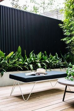 Urban Garden Design Modern Garden Design - We collect some good courtyard design ideas for you. You can choose one of the most suitable courtyard design ideas. Check it on the list down below. Modern Courtyard, Small Courtyard Gardens, Courtyard Design, Small Courtyards, Fence Design, Outdoor Gardens, Front Courtyard, Courtyard Ideas, Design Cour