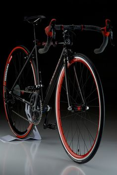 ♂ Black bicycle with touch of red