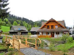 Múzeum kysuckej dediny je skanzen nachádzajúci sa neďaleko obce Nová Bystrica, časti Vychylovka v doline Chmúra, ktorá... Nova, Cabin, House Styles, Home Decor, Decoration Home, Room Decor, Cabins, Cottage, Home Interior Design