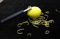 El limón es uno de los frutos cítricos que más se utilizan con fines gastronómicos, medicinales y cosméticos. Su alto contenido de vitamina C, antioxidantes y aceites esenciales han servido como apoyo para mejorar el aspecto de la piel y prevenir el desarrollo de enfermedades. Lo que alg