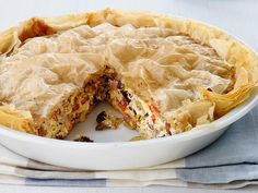 Perfect Brunch Pie : Olives, mushrooms, artichokes and two types of cheese fill this phyllo dough crust. Brunch Recipes, Cocktail Recipes, Breakfast Recipes, Brunch Ideas, Brunch Dishes, Breakfast Pie, Cocktail Sauce, Quiche Recipes, Breakfast Items