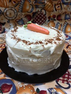 Carrot cake con frosting de queso fresco, suave y esponjoso bizcocho de zanahoria, especies y nueces, relleno y cubierto por un frosting a base de buttercream de queso fresco. Una delicia para el paladar