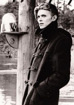 """on the set of """"The Man Who Fell to Earth"""". David Bowie: one of my style icons. He's not just a man that makes music, he's a lifestyle choice. Angela Bowie, David Bowie, Elvis Presley, Beatles, Duncan Jones, Ziggy Played Guitar, The Thin White Duke, Black White, Major Tom"""