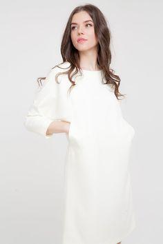 🕊Стилисты D'LYS рекомендуют носить белый цвет, в том числе и total white look,  круглый год, вне зависимости от погоды и прочих природных катаклизмов.   🕊А уж летом тем более….  🕊Белое платье - вариант максимально практичен и подойдет тем, кто не любит долго мучиться, собирая образ утром: надел платье, подобрал аксессуары и вперед, на работу или на встречу с подругами или с мужчиной мечты.