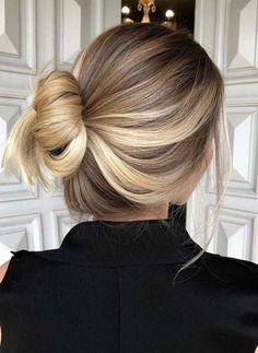 32 Pretty Balayage Ombre Bun Haircut Styles in 2018 32 Haarschnitt-Stile von Pretty Sweeping Ombre B