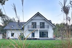 Dom w tamaryszkach 2 Bungalow House Design, Modern House Design, House Architecture Styles, Bob The Builder, Dream House Exterior, Pool Houses, Home Fashion, Planer, House Plans