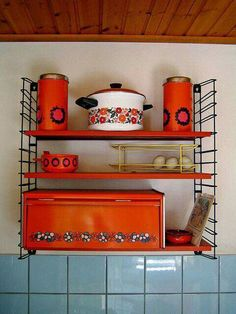 🌟Tante S!fr@ loves this📌🌟Brabantia. In bruin en oranje. Sweet Memories, Childhood Memories, Vintage Designs, Retro Vintage, 70s Home Decor, Good Old Times, Vintage Kitchenware, Vintage Dinnerware, Estilo Retro