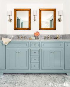 Bathroom inspiration House of Turquoise: Carpenter and MacNeille House Of Turquoise, Grey Bathrooms, Beautiful Bathrooms, Master Bathroom, Light Bathroom, Condo Bathroom, Bathroom Flooring, Bathroom Cabinetry, Bathroom Vanities