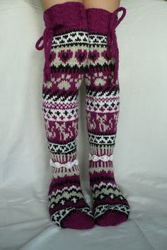 Taikutti: Kissan uni -sukat vol 2 Loom Knitting, Knitting Socks, Hand Knitting, Stocking Tights, Wool Socks, Leg Warmers, Knee Socks, Knitwear, Knitting Patterns