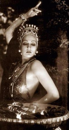 Joyzelle Joyner (1905-1980). American actress and dancer. She appeared in at least thirty films between 1925 and 1935.