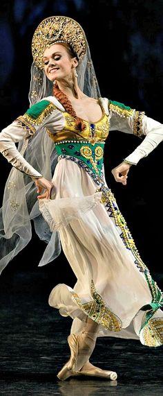 Russian costume, kokoshnik headdress, Russian dance, ballerina Ulyana Lopatkina