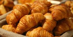 The January is National Croissant Day in the UK and also the USA. However, there's no such day in France as the croissant is a staple breakfast item. It's the equivalent of toast and marmalade in the UK. Homemade Croissants, Chocolate Croissants, Healthy Sweet Snacks, Eating Healthy, Clean Eating, Paris Food, Brunch Spots, French Pastries, French Bakery