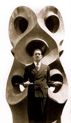 Dali in the casa Mila roof- Gaudi Wow! Dali in front of Gaudi's work. Figueras, Antonio Gaudi, Salvador Dali Art, Francis Picabia, Art Moderne, Famous Artists, Franz Kline, Statues, Robert Motherwell