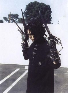Johnny Depp behind the scenes of Edward Scissorhands Johnny Depp Wallpaper, Punk, Johnny Depp Joven, Junger Johnny Depp, Emo, Creepy, Young Johnny Depp, Johnny Depp 1990, Johnny Depp Winona Ryder
